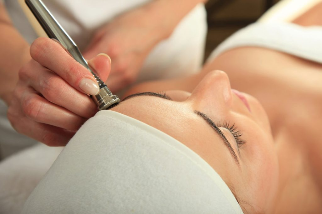This blog post mention about how microdermabrasion work to remove dead skin cells